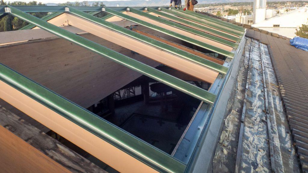 failed_fiberglass_skylight-21393-3501